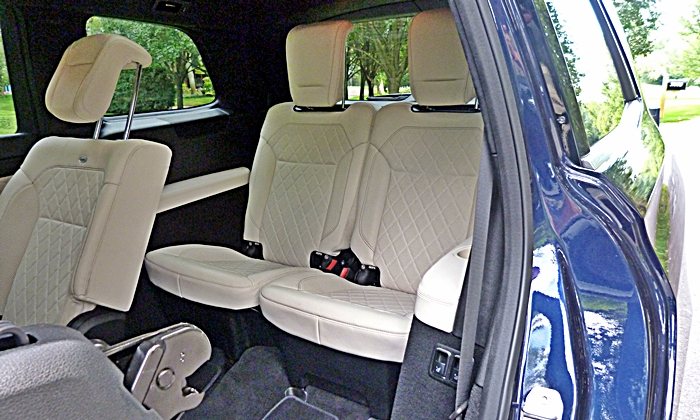 Mercedes-Benz GL Photos: Mercedes-Benz GL350 third-row seats