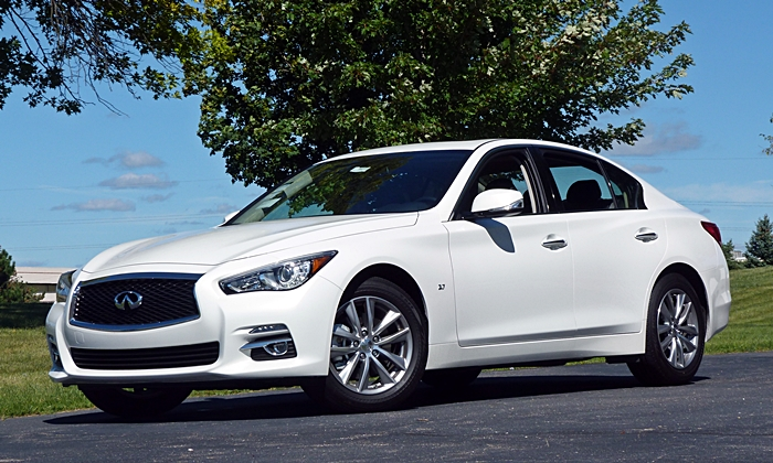 Infiniti Q50 Photos: Infiniti Q50 front quarter low view