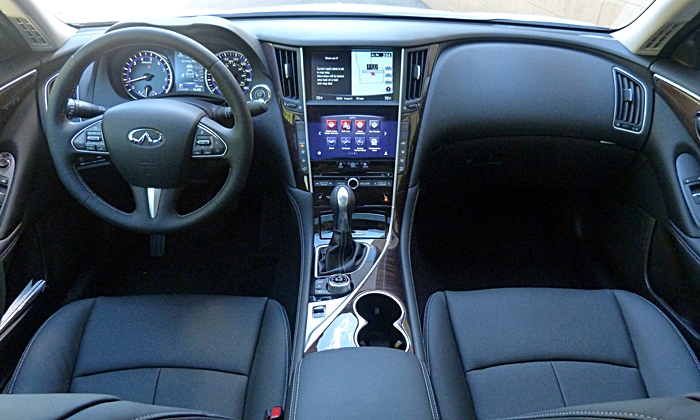 Infiniti Q50 Photos: Infiniti Q50 instrument panel full width