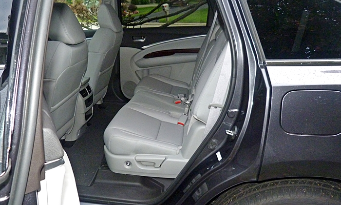 MDX Reviews: 2014 Acura MDX second-row seat