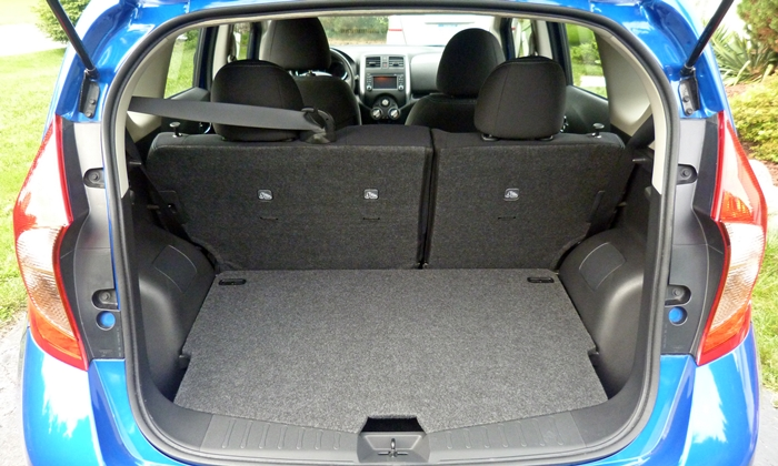 Nissan Versa Note Photos: Nissan Versa Note cargo area floor high