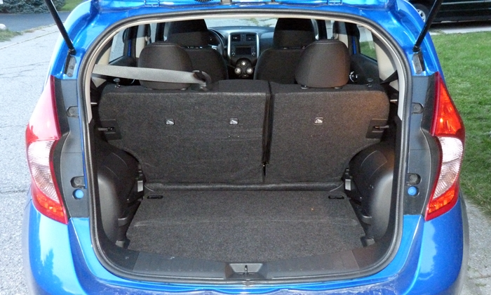 Nissan Versa Note Photos: Nissan Versa Note cargo area floor low