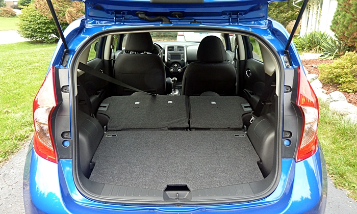 Nissan Versa Note Photos: Nissan Versa Note cargo area seats folded