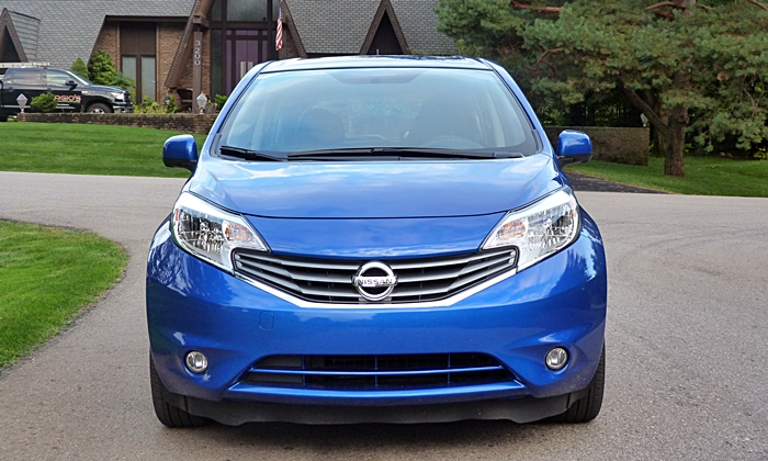 Nissan Versa Note Photos: Nissan Versa Note front view