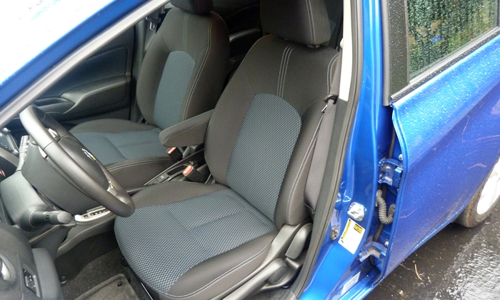 Nissan Versa Note Photos: Nissan Versa Note front seat