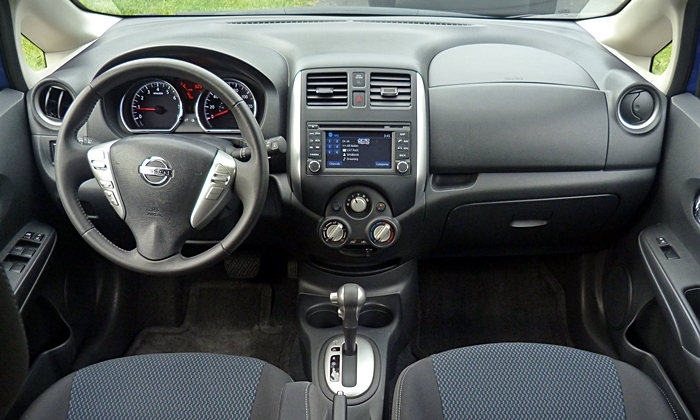 Nissan Versa Note Photos: Nissan Versa Note instrument panel full width