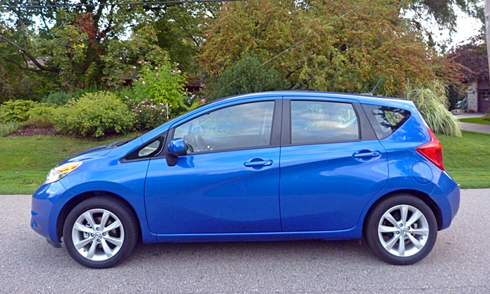 Nissan Versa Note Photos: Nissan Versa Note side view