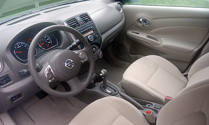 Nissan Versa Note Photos: Nissan Versa sedan interior