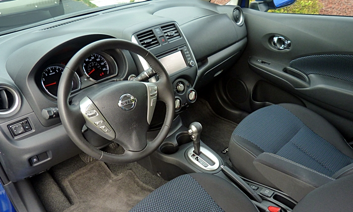 Nissan Versa Note Photos: Nissan Versa Note interior