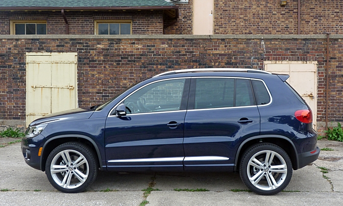 Volkswagen Tiguan Photos: Volkswagen Tiguan R-Line side view
