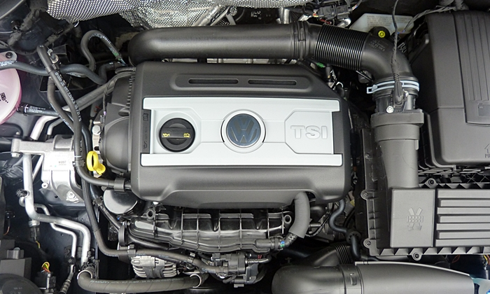 Tiguan Reviews: Volkswagen Tiguan R-Line engine