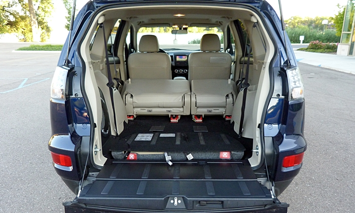 Mitsubishi Outlander Photos: 2011 Outlander GT cargo area both rows folded