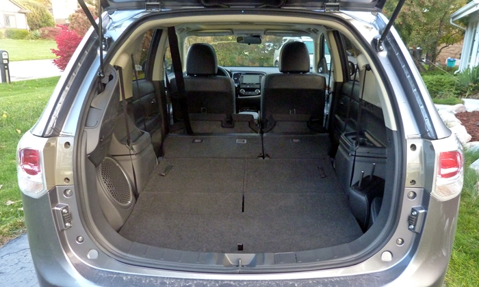 Outlander Reviews: 2014 Outlander GT cargo area both rows folded