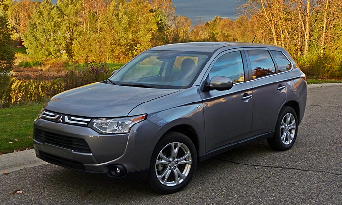 Outlander Reviews: 2014 Mitsubishi Outlander GT front quarter view