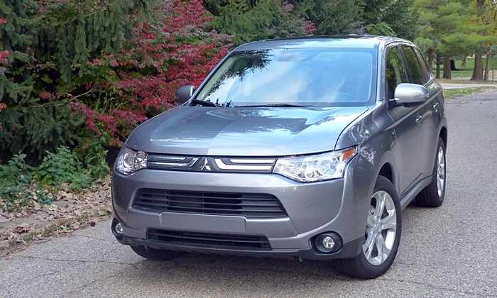 Outlander Reviews: 2014 Mitsubishi Outlander GT front view