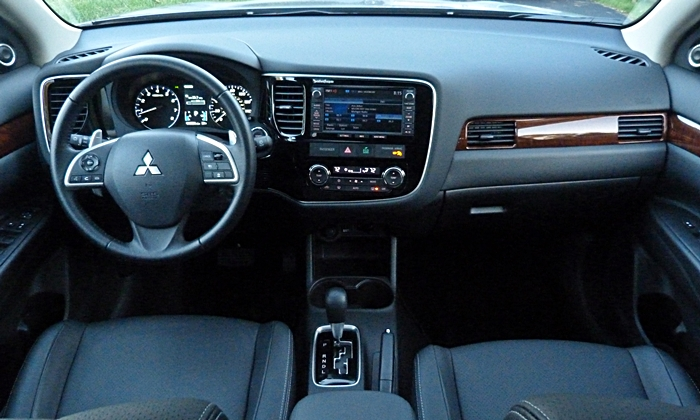 Mitsubishi Outlander Photos: 2014 Mitsubishi Outlander GT instrument panel full