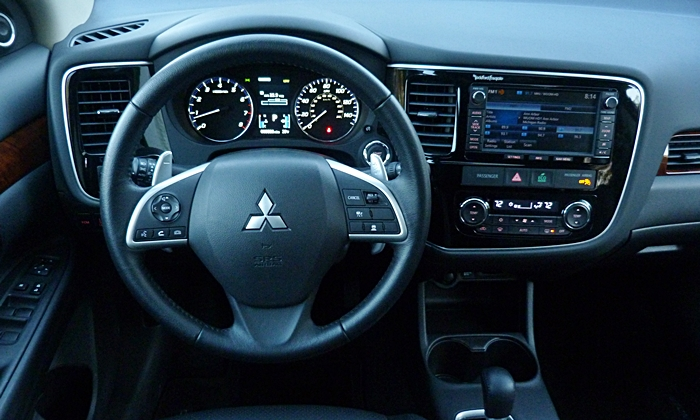 Outlander Reviews: 2014 Mitsubishi Outlander GT instrument panel