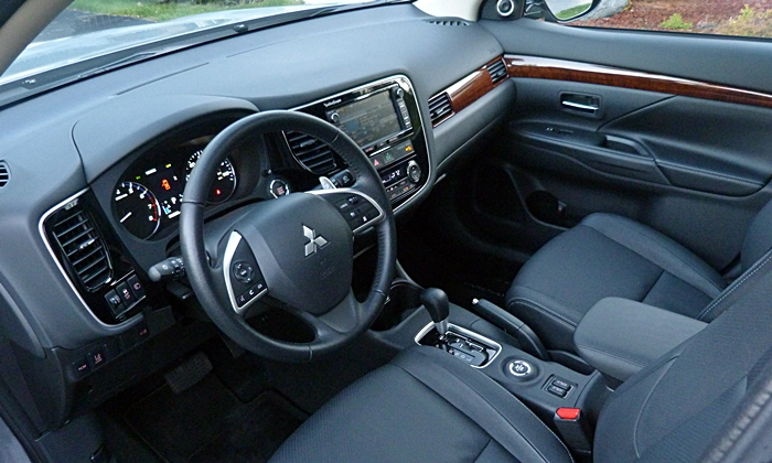 Outlander Reviews: 2014 Mitsubishi Outlander GT interior
