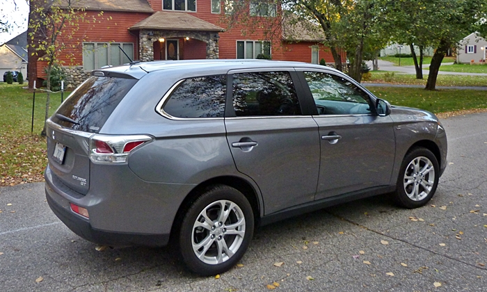 Outlander Reviews: 2014 Mitsubishi Outlander GT rear quarter view