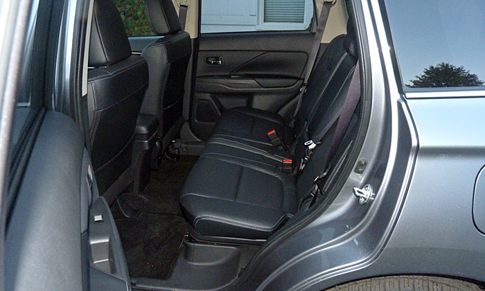 Outlander Reviews: 2014 Mitsubishi Outlander GT second row seat