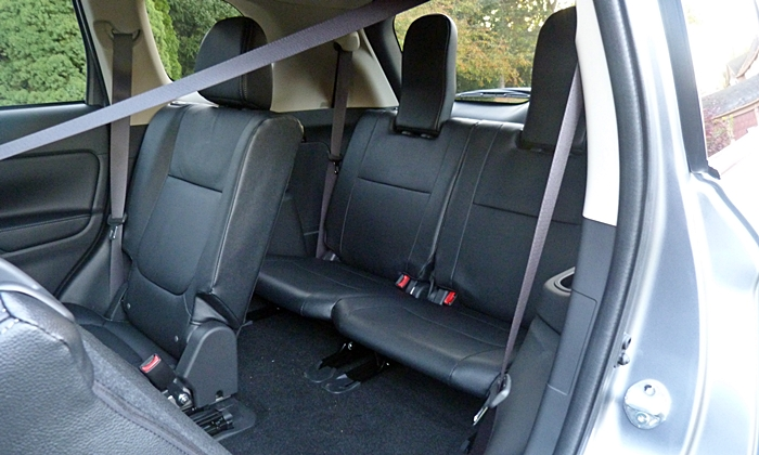 Mitsubishi Outlander Photos: 2014 Mitsubishi Outlander GT third row seat