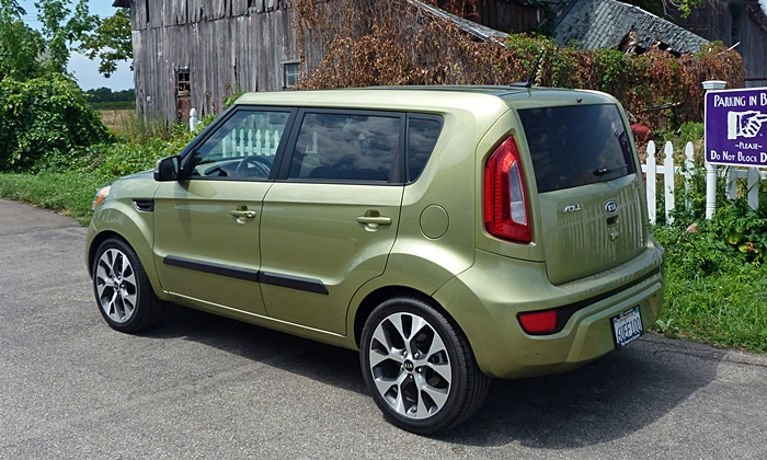 Kia Soul Photos: 2012 Kia Soul rear quarter view