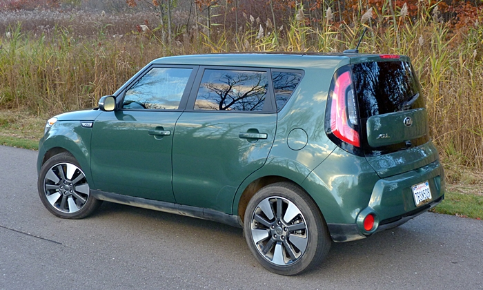 Kia Soul Photos: 2014 Kia Soul rear quarter view