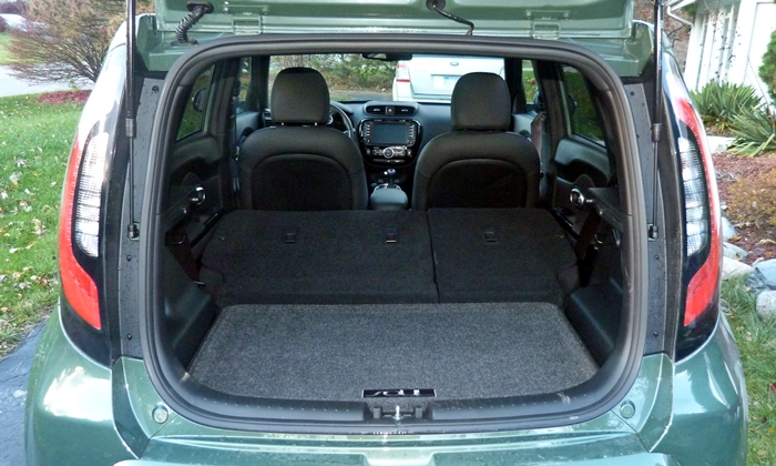Kia Soul Photos: 2014 Kia Soul cargo area seats folded