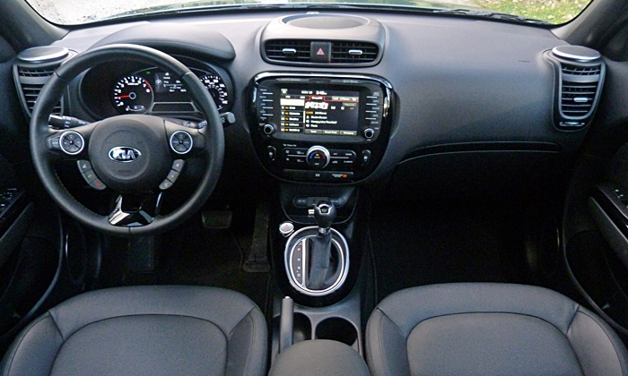 Kia Soul Photos: 2014 Kia Soul instrument panel full width