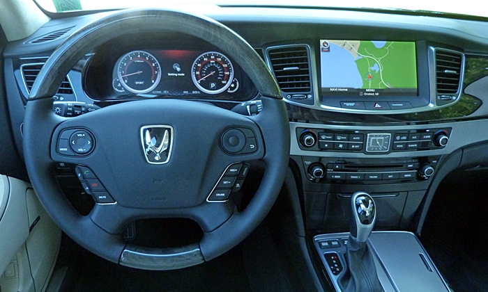 Equus Reviews: 2014 Hyundai Equus instrument panel