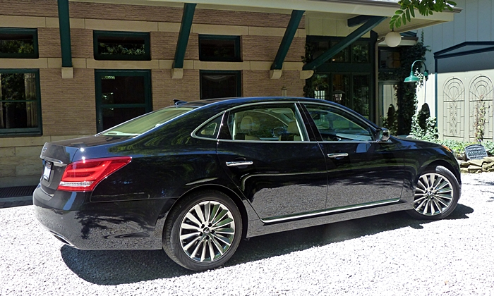 Equus Reviews: 2014 Hyundai Equus Rear Quarter View