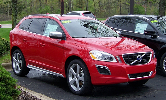 Volvo XC60 Photos: 2010 Volvo XC60 R-Design front quarter view