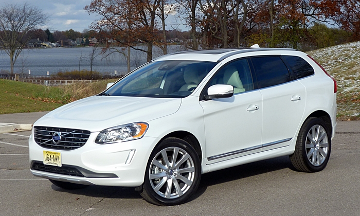 Volvo XC60 Inscription front quarter view