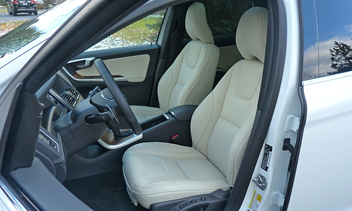 Volvo XC60 Photos: Volvo XC60 Inscription front seats