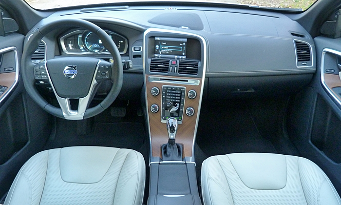 Volvo XC60 Photos: Volvo XC60 Inscription instrument panel full width