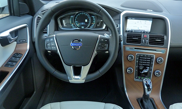 Volvo XC60 Photos: Volvo XC60 Inscription instrument panel