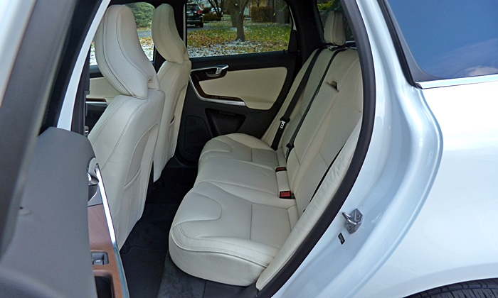 Volvo XC60 Photos: Volvo XC60 Inscription rear seat