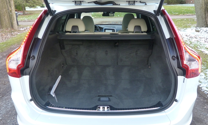 Volvo XC60 Photos: Volvo XC60 cargo area