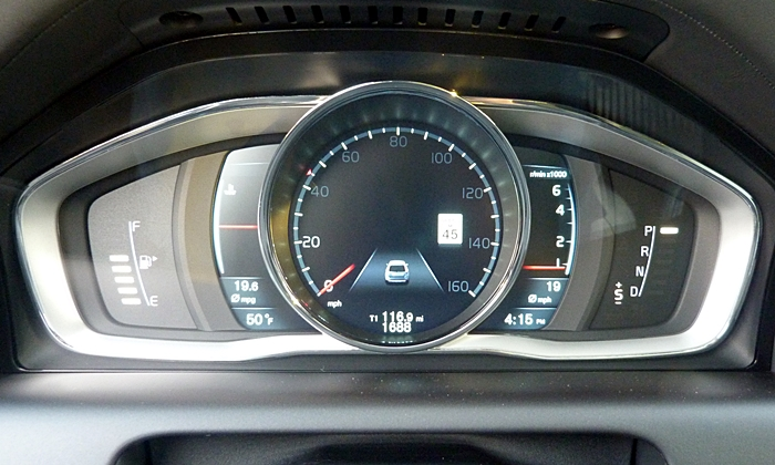 Volvo XC60 Photos: Volvo XC60 instruments Elegance theme