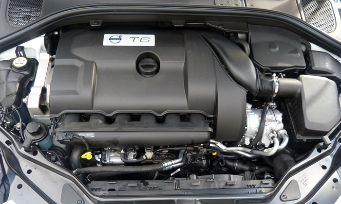 Volvo XC60 Photos: Volvo XC60 Inscription engine