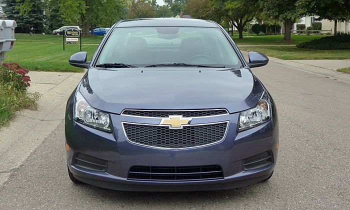 Chevrolet Cruze Photos: Chevrolet Cruze Diesel front view