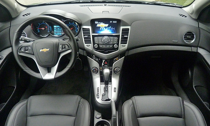 Chevrolet Cruze Photos: Chevrolet Cruze Diesel instrument panel full width