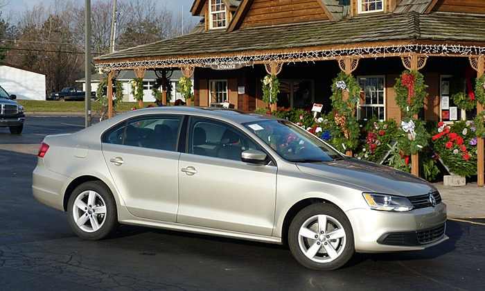 Chevrolet Cruze Photos: VW Jetta TDI front quarter view