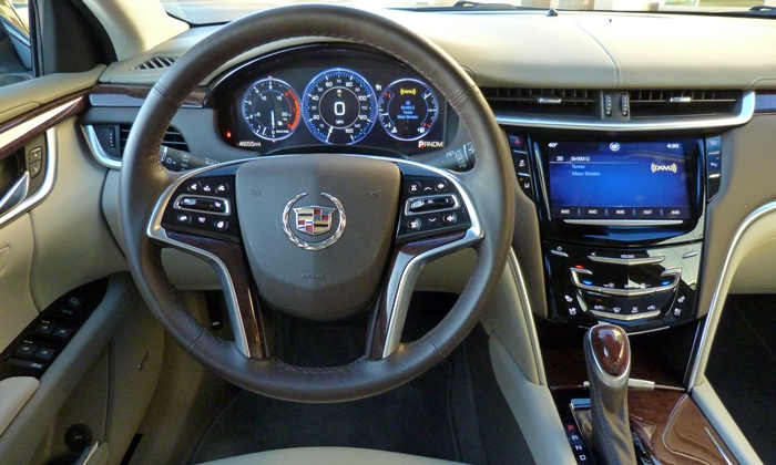 Cadillac XTS Photos: Cadillac XTS Vsport instrument panel