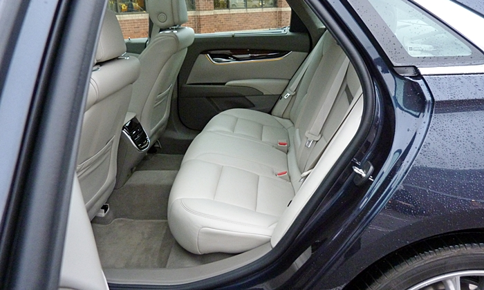 Cadillac XTS Photos: Cadillac XTS Vsport rear seat
