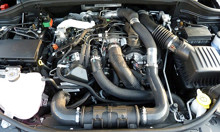 Jeep Grand Cherokee Photos: Jeep Grand Cherokee diesel engine uncovered