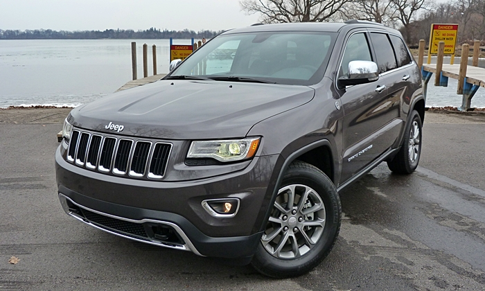 Jeep Grand Cherokee Photos: Jeep Grand Cherokee Limited front angle close