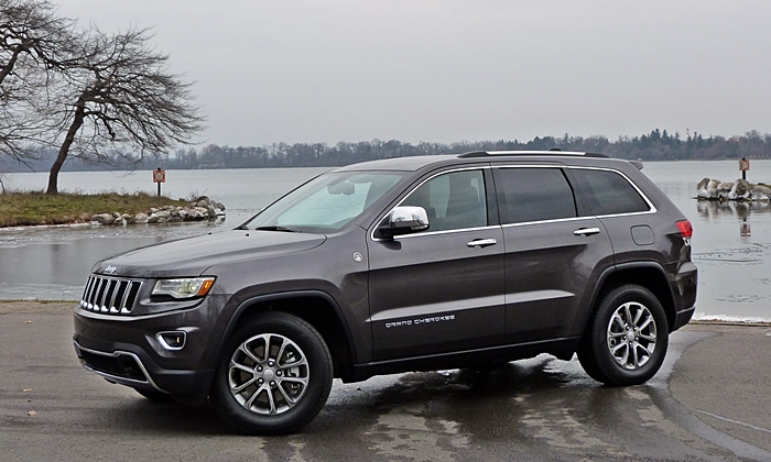 Jeep Grand Cherokee Limited Front Quarter View