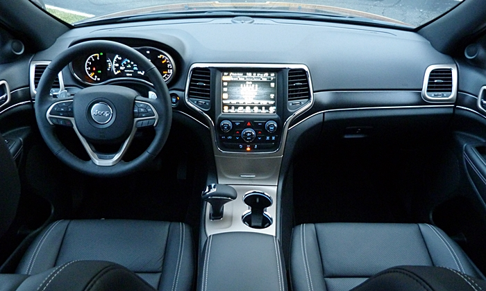 Jeep Grand Cherokee Photos: Jeep Grand Cherokee Limited instrument panel full