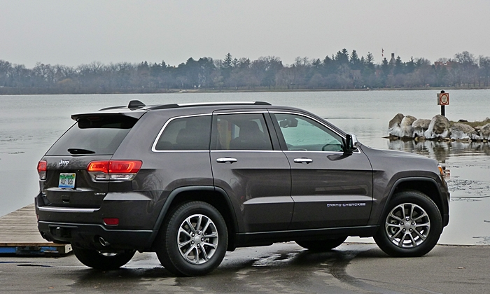 Grand Cherokee Reviews: Jeep Grand Cherokee Limited rear quarter view
